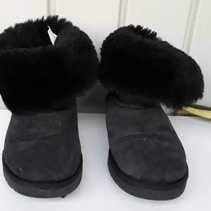 UGG GENUINE LEATHER AND SHEEPSKIN Boots